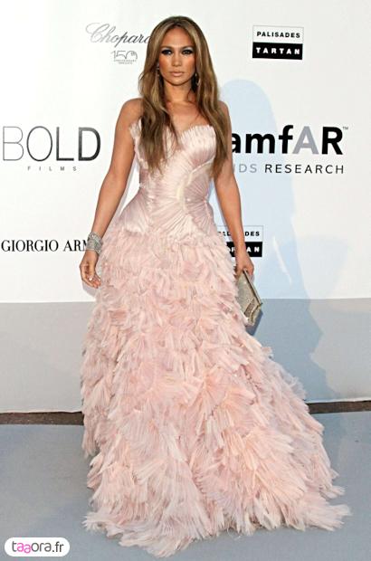 Jenifer (The Voice)  Encore une robe qui fait le buzz