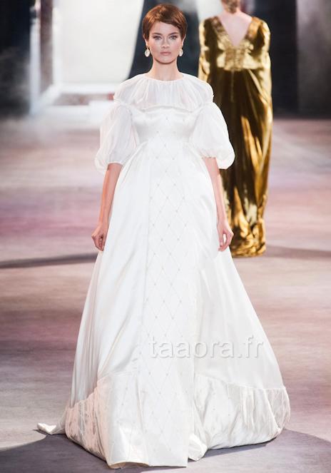 ... robe de mariée dans un style bohème romantique, avec des manches