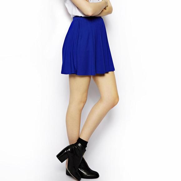 La plus électrique : cette jupe patineuse bleu vif