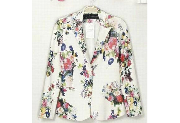 veste fleurs pour une c r monie laquelle porter avec une robe blanche taaora blog mode. Black Bedroom Furniture Sets. Home Design Ideas