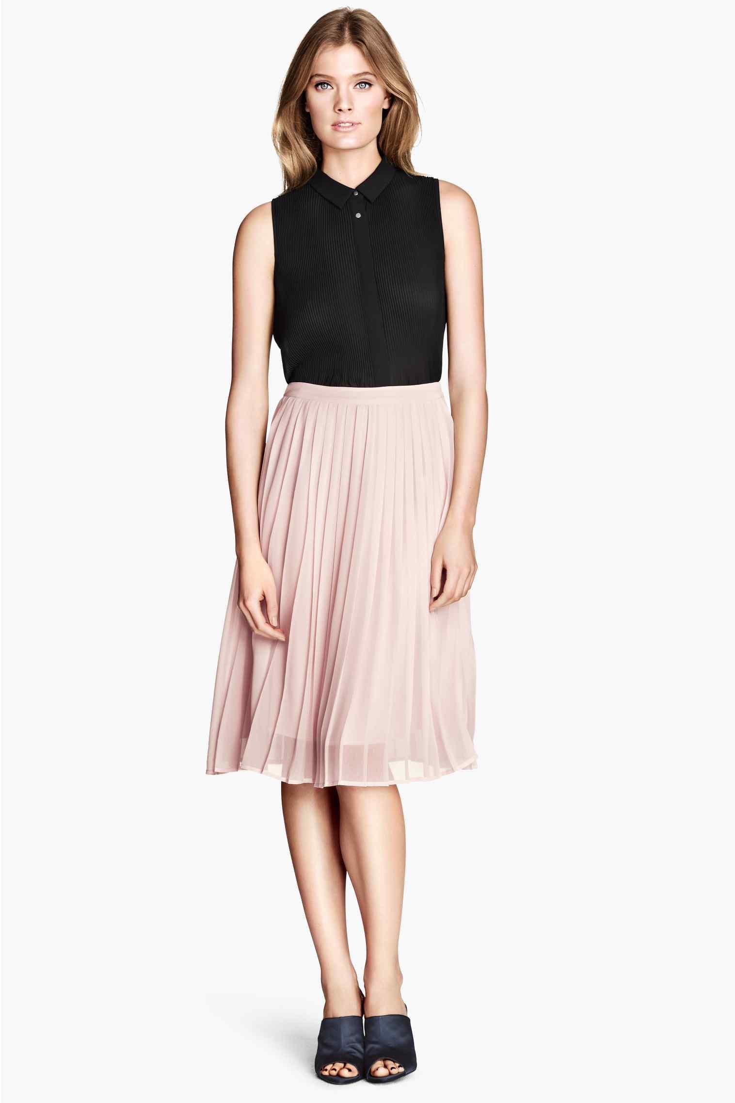 86015e2a7c Avec quoi porter une jupe plissée cet été ? 5 inspirations looks H&M ...