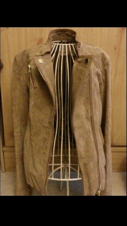 avec quoi porter une veste en daim camel taaora blog mode tendances looks. Black Bedroom Furniture Sets. Home Design Ideas