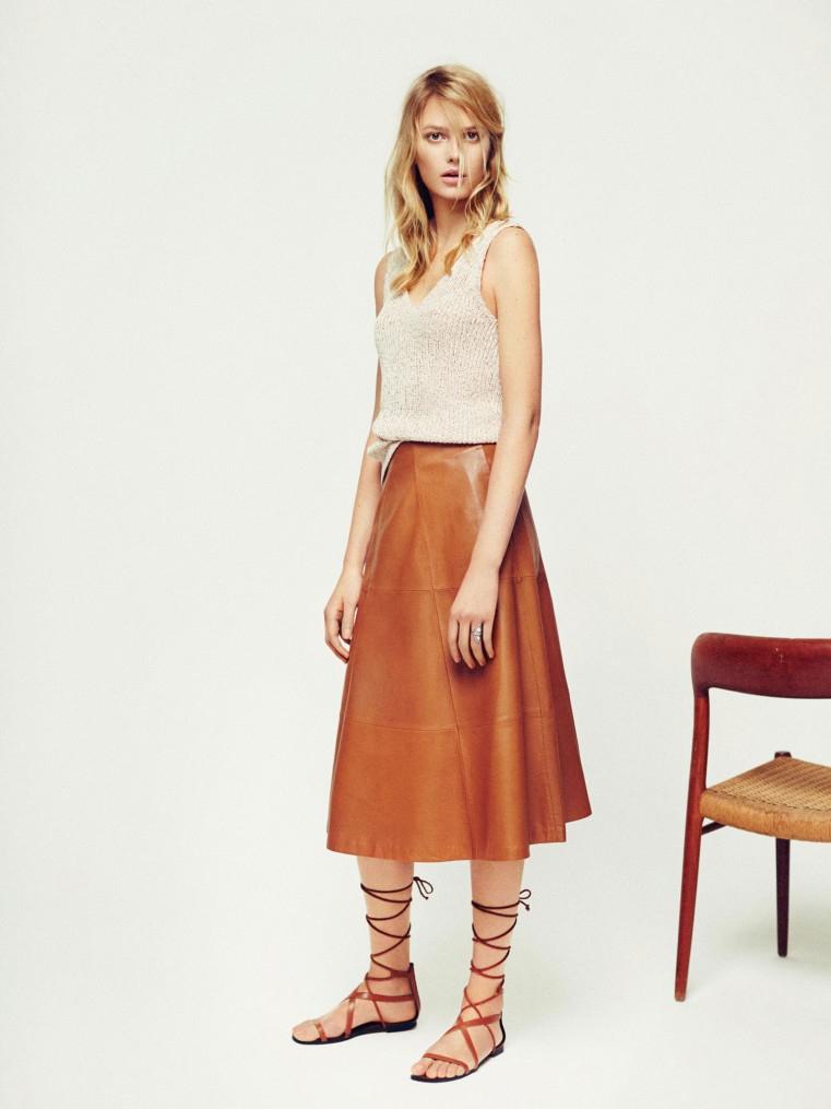 7e574dd172ac Look avec une jupe évasée en cuir marron – Taaora – Blog Mode ...