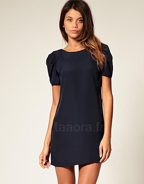 682cf92d087 Robe droite marine minimaliste à manches courtes – Taaora – Blog ...