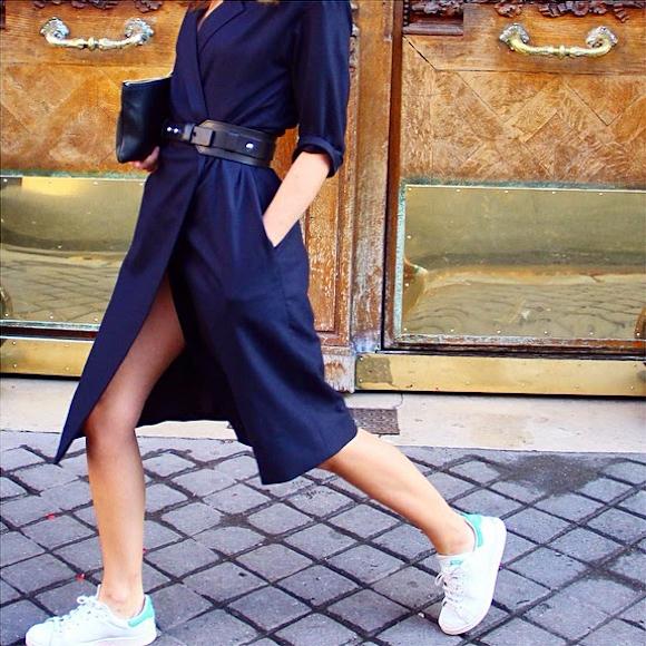 look sport chic avec des stan smith et une robe portefeuille taaora blog mode tendances looks. Black Bedroom Furniture Sets. Home Design Ideas