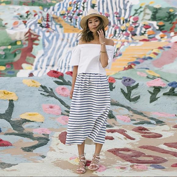 de73adb582227 Look marin avec une jupe à rayures – Taaora – Blog Mode, Tendances ...