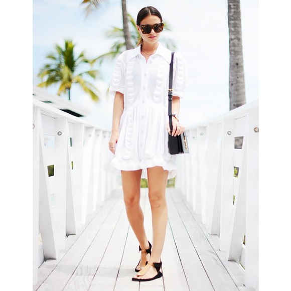 Look minimaliste chic avec une robe blanche taaora for Look minimaliste