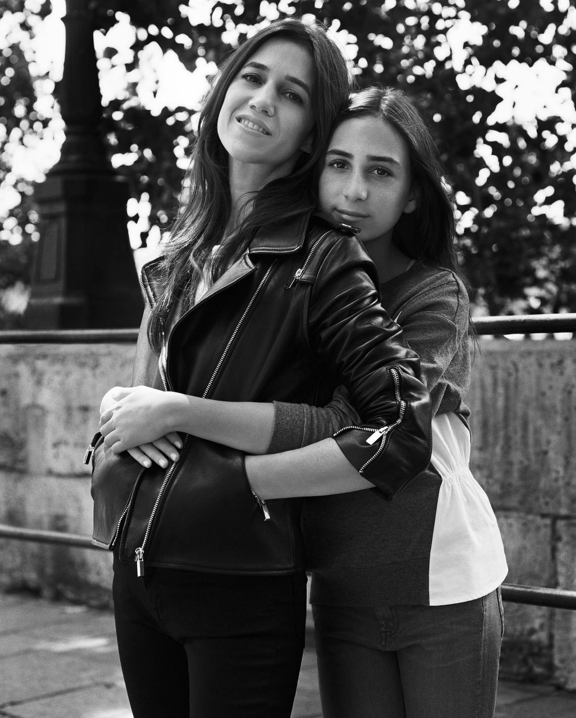 photos charlotte gainsbourg et sa fille alice attal pour comptoir des cotonniers taaora. Black Bedroom Furniture Sets. Home Design Ideas