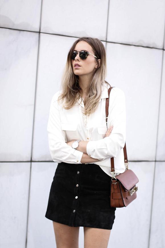 Comment porter une jupe en daim noire ?