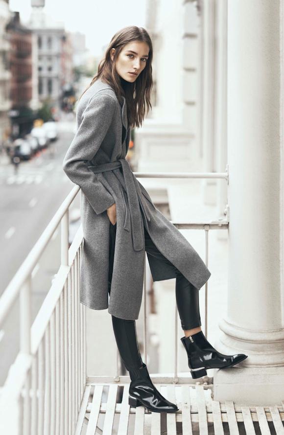 f6c798bc8c171 Manteau ceinturé gris + bottines vernies noires style 60 s   2 tendances  automne-hiver 2015-2016 à porter ensemble. Suivez Taaora