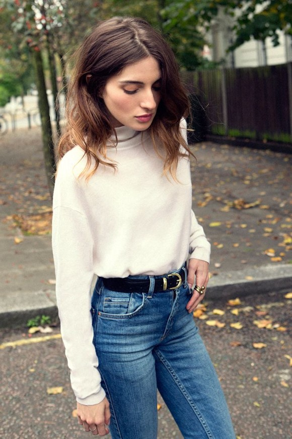id e look pull blanc jean taille haute bleu ceinture. Black Bedroom Furniture Sets. Home Design Ideas