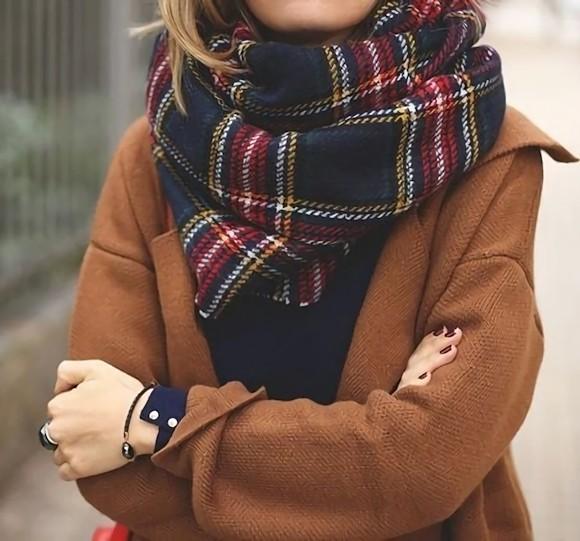 l charpe carreaux cossais l accessoire parfait pour