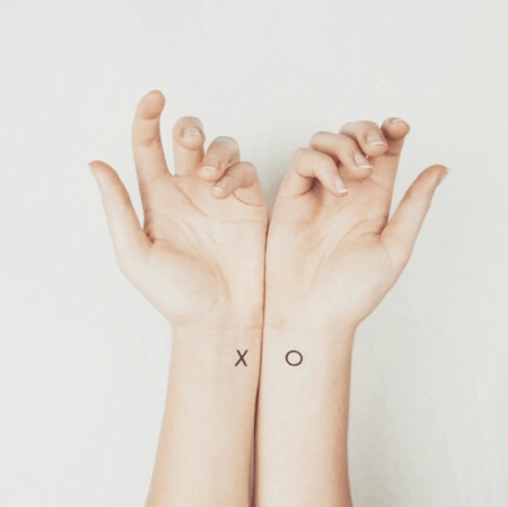 20 id es de tatouages pour le poignet rep r s sur instagram et pinterest taaora blog mode - Tatouage minimaliste femme ...