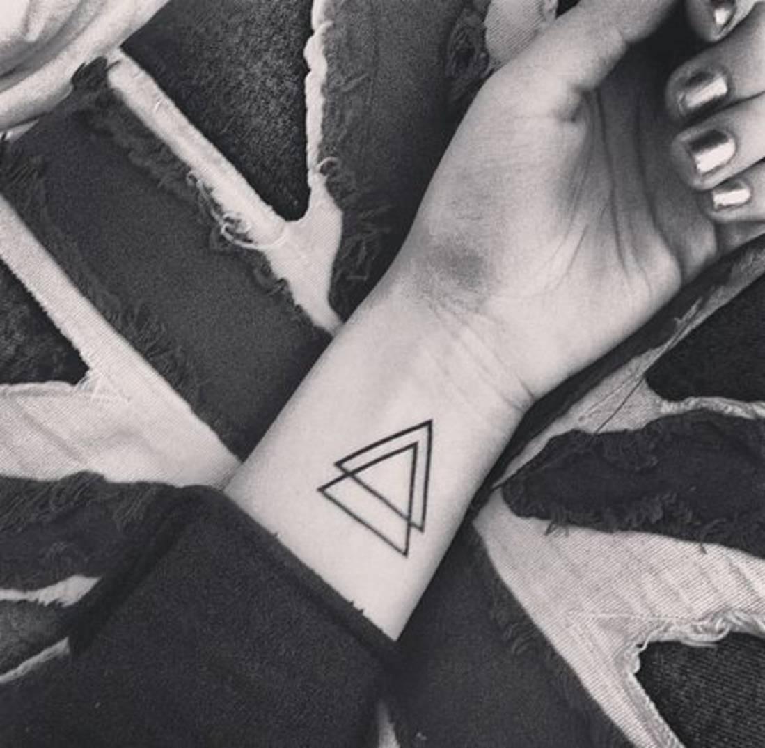 20 id es de tatouages pour le poignet rep r s sur instagram et pinterest taaora blog mode. Black Bedroom Furniture Sets. Home Design Ideas