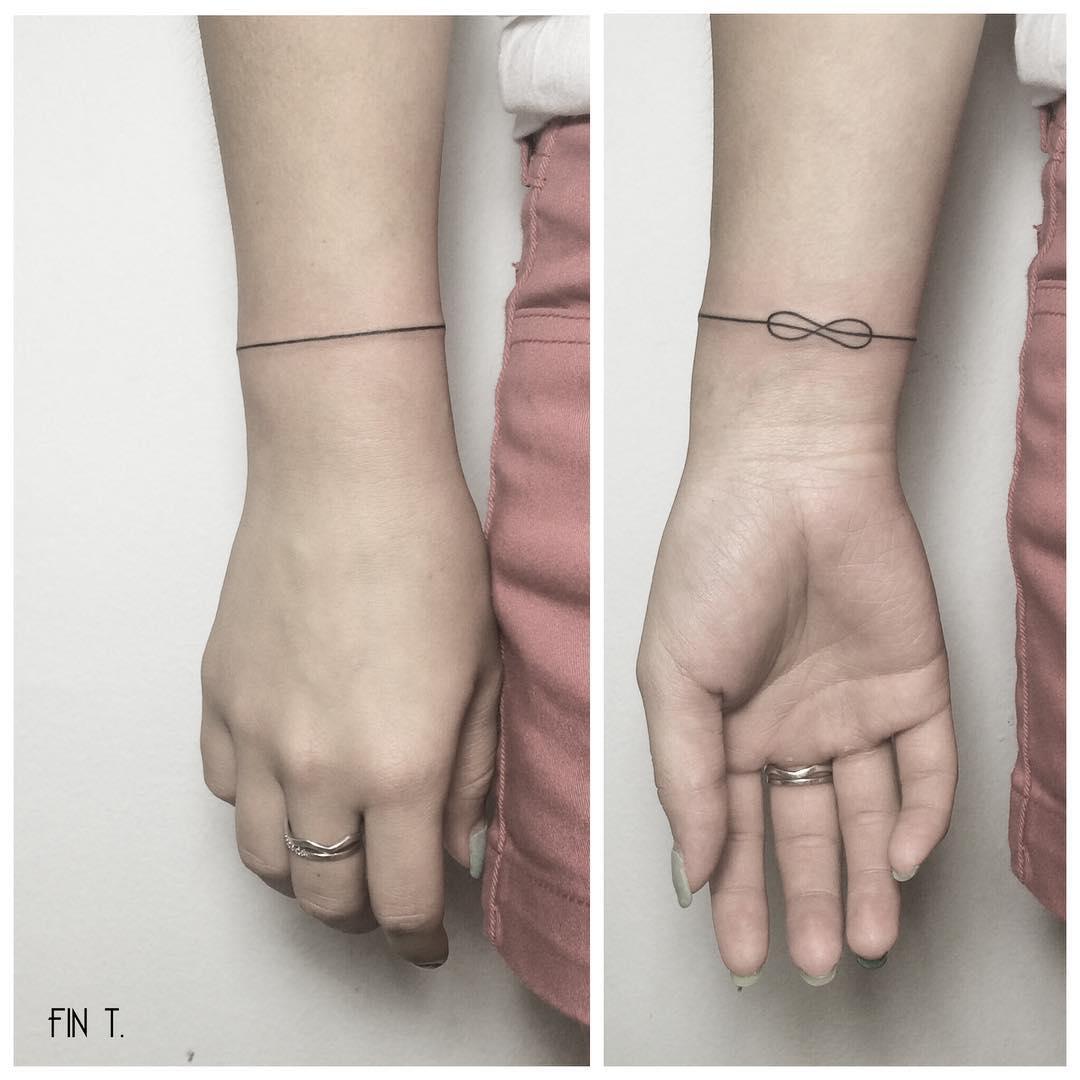 20 id es de tatouages pour le poignet rep r s sur. Black Bedroom Furniture Sets. Home Design Ideas
