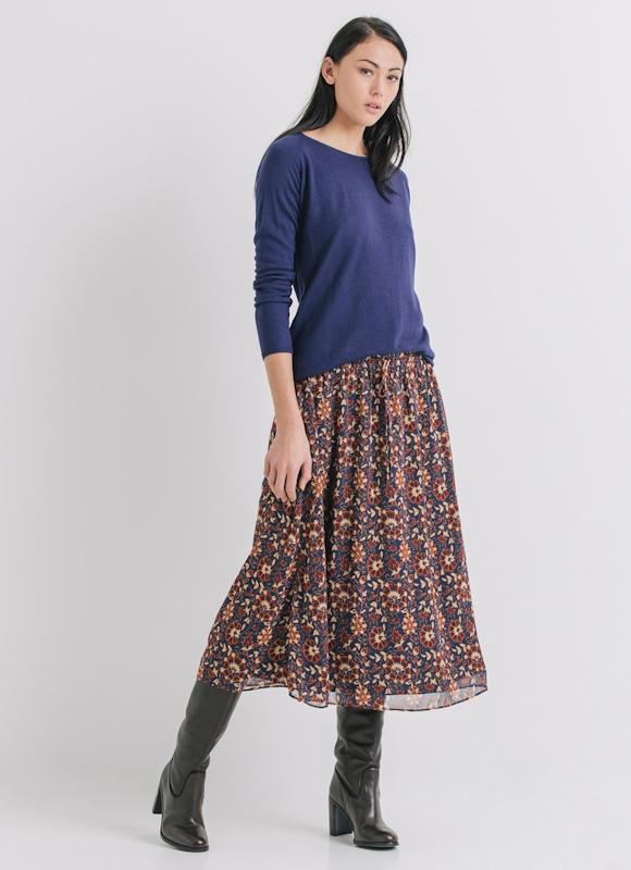 Avec quoi porter une jupe midi bohème cet hiver ? Idée de