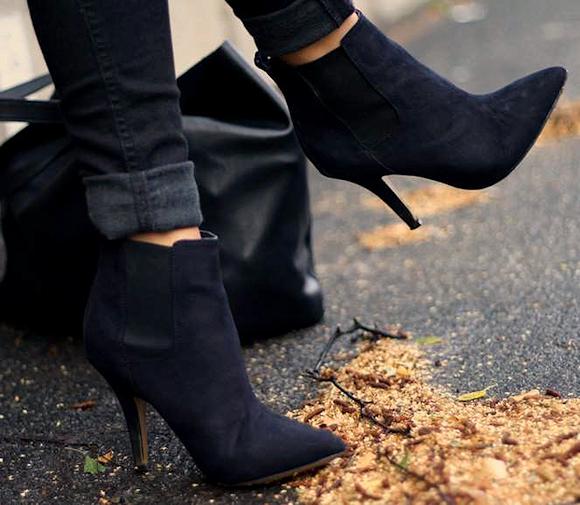 En commun Boots noires à talons fins avec bande élastique sur le côté pour &NR_31