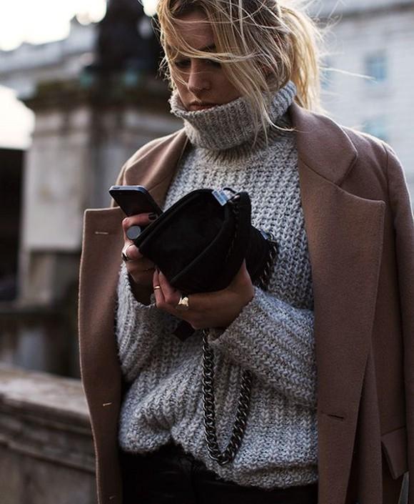 pull en grosse maille gris col montant manteau camel look d hiver prix sold s taaora. Black Bedroom Furniture Sets. Home Design Ideas