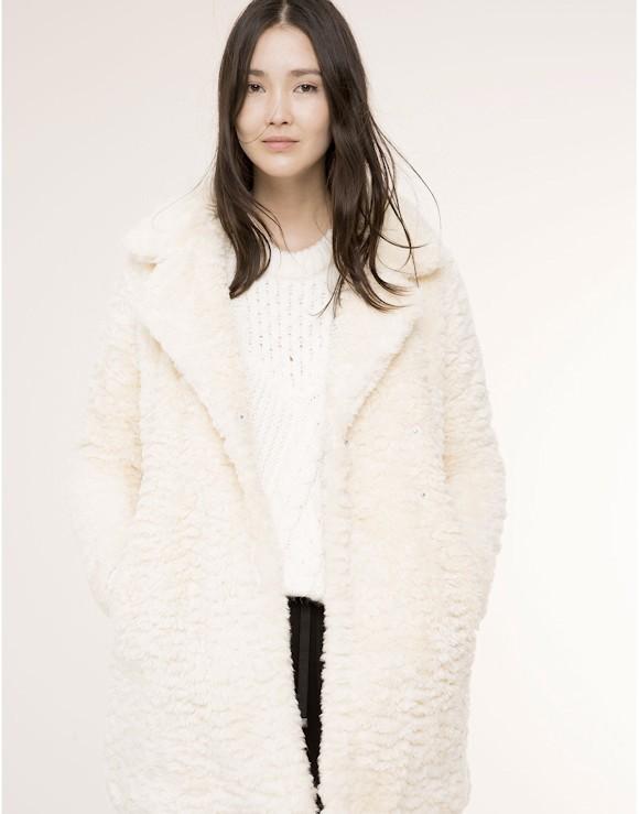 ce manteau en fausse fourrure blanc est en soldes moins de 40 taaora blog mode. Black Bedroom Furniture Sets. Home Design Ideas