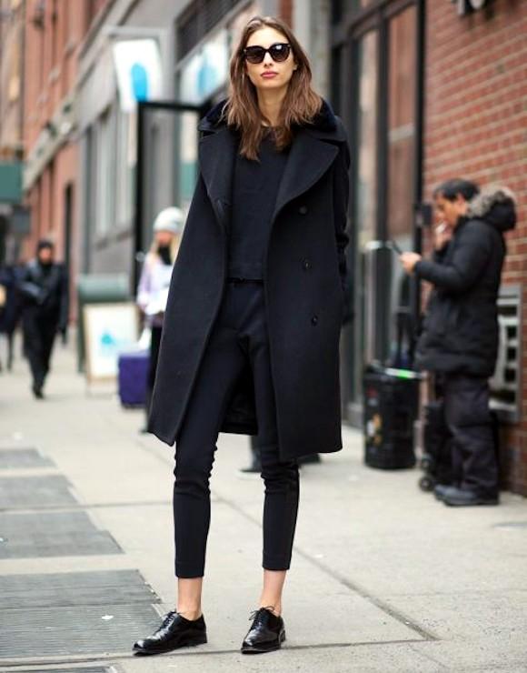 total look noir sobre et l gant manteau en laine pantalon court et derbies taaora blog. Black Bedroom Furniture Sets. Home Design Ideas