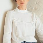 La blouse blanche avec col volanté style victorien sera toujours très à la mode ce printemps-été 2016