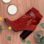 Boots en suédine rouge brique à talons carrés style seventies (à moins de 40 euros)