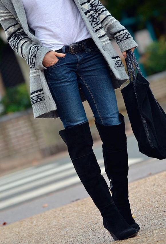 un look d contract avec des cuissardes noires un gilet gris jacquard et un jean slim bleu. Black Bedroom Furniture Sets. Home Design Ideas