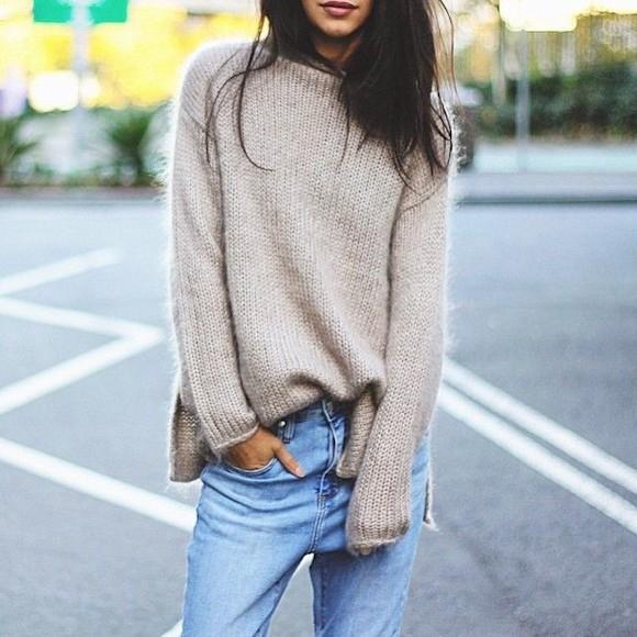 Idée tenue avec pull beige oversize et boyfriend jean bleu
