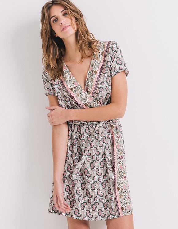 une robe cache coeur motifs fleuris pour le printemps t 2016 taaora blog mode tendances. Black Bedroom Furniture Sets. Home Design Ideas