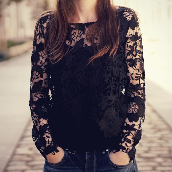 T-shirt en dentelle noir à manches longues