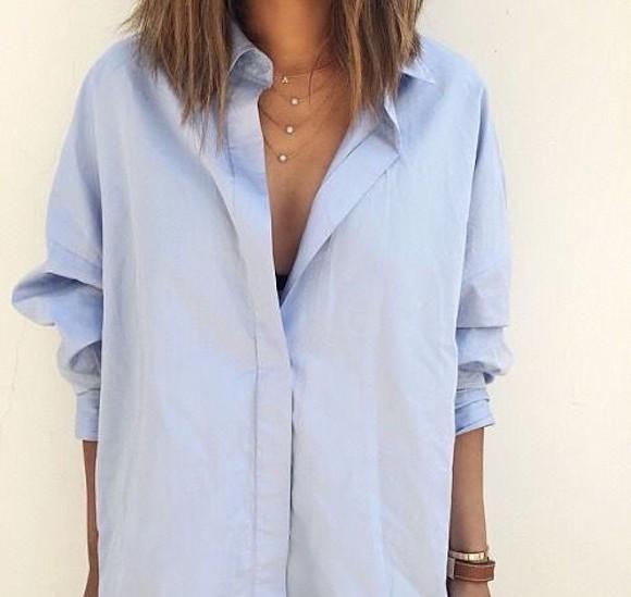 Chemise boyfriend bleu ciel d boutonn e collier multi rangs le bon mix taaora blog mode - Comment porter une chemise femme ...