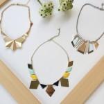 3 colliers graphique chic pour accessoiriser une chemise ou une robe minimaliste