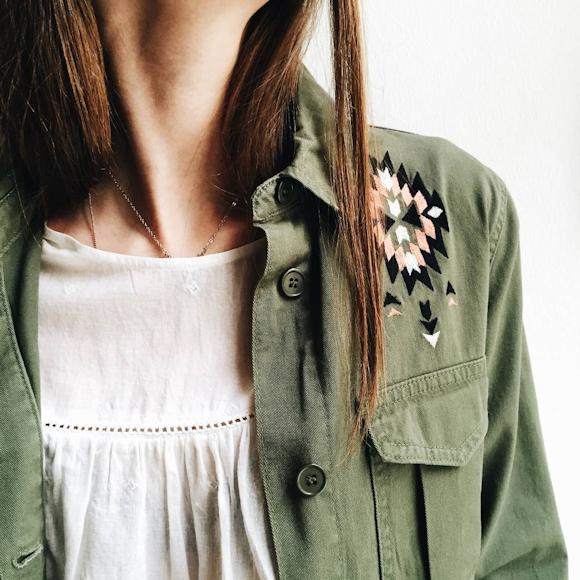 veste kaki avec d tails azt ques brod s aux paules top blanc brod taaora blog mode. Black Bedroom Furniture Sets. Home Design Ideas