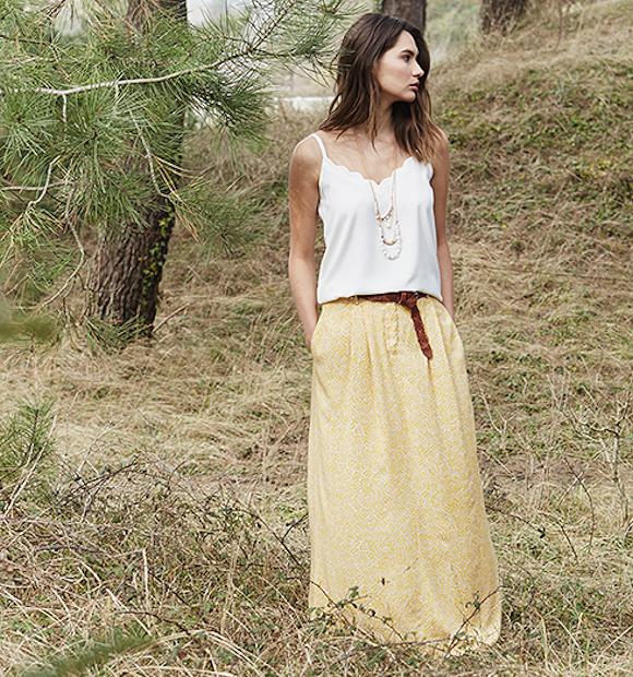 look esprit boh me top blanc bretelles longue jupe imprim e jaune spartiates lac es. Black Bedroom Furniture Sets. Home Design Ideas