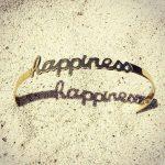 """Bracelet message """"Happiness"""" doré à ajouter à notre collection de bijoux !"""