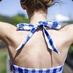 Top crop vichy bleu noué dans le dos style années 50 + conseil pour le porter