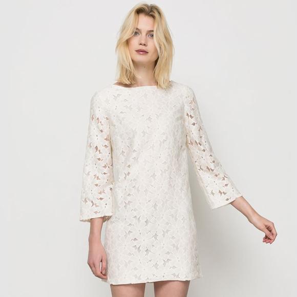 Ravissante robe en dentelle fleurie blanche manches 3 4 en promotion 25 taaora blog - Robe blanche bapteme femme ...