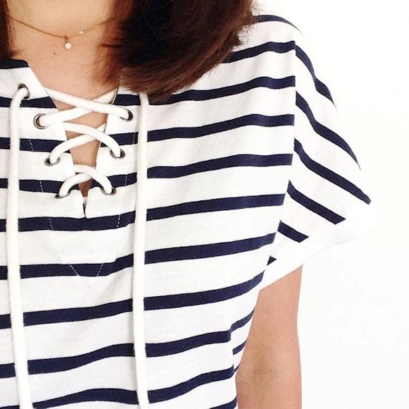 ce t shirt marini re avec col lacet est en promotion moins de 10 taaora blog mode. Black Bedroom Furniture Sets. Home Design Ideas