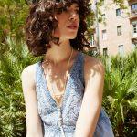 Top brodé bleu délavé hippie romantique + sautoir pompon coquillage <3