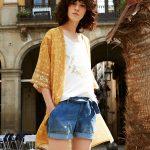 Comment s'habiller l'été avec une longue veste kimono imprimée ?