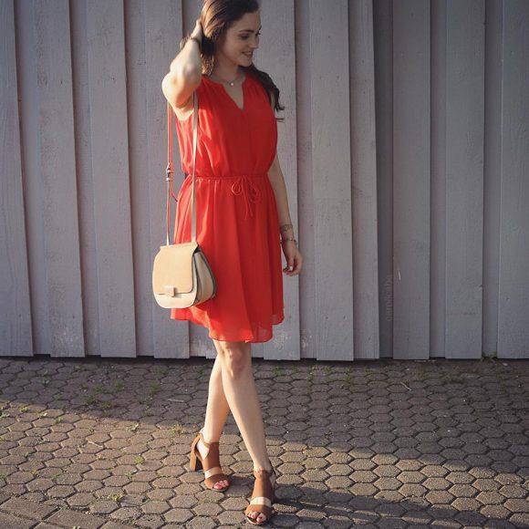 id e look de c r monie avec une robe rouge naf naf sold e. Black Bedroom Furniture Sets. Home Design Ideas