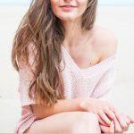 Un pull rose décolleté féminin idéal pour l'été