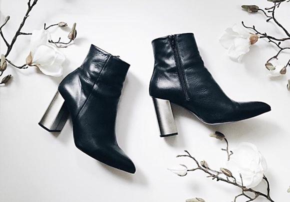 boots noires tendance automne hiver 2016 2017 avec des talons hauts en m tal taaora blog. Black Bedroom Furniture Sets. Home Design Ideas