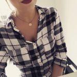 Une chemise à carreaux pour apporter une touche boyish à vos looks
