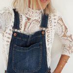 Blouse dentelle style victorien (très tendance) + salopette en jean = le look à copier