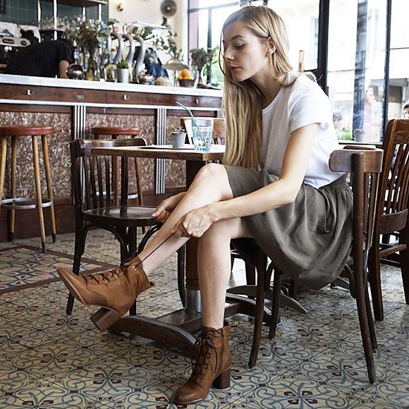 bottines lacets camel esprit western jupe kaki mi longue t shirt blanc le bon look. Black Bedroom Furniture Sets. Home Design Ideas