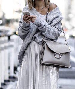 Jupe midi avec pull : look tendance hiver