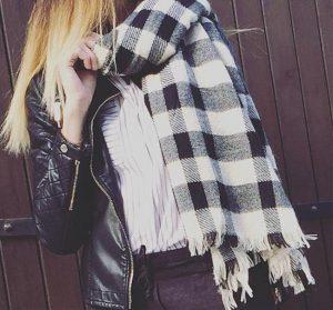 Écharpe oversize carreaux noirs et blancs