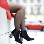 Chelsea boots noires à talon pailleté Anaki x Pimp My Shoes et collants plumetis