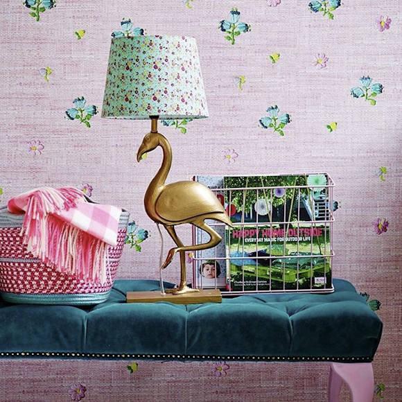 pied de lampe flamant rose en m tal dor taaora blog mode tendances looks. Black Bedroom Furniture Sets. Home Design Ideas